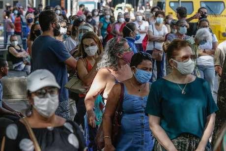 Casos e mortes de Covid no Brasil entraram em estabilização