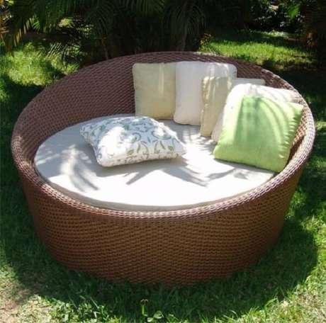 26. Evite que o sofá de vime natural fique exposto constantemente no sol e chuva. Fonte: Pinterest