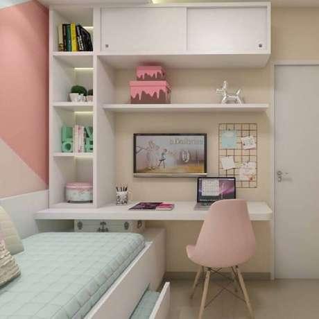 51. Mesa para quarto feminino branco e rosa decorado com bicama – Foto: Pinterest