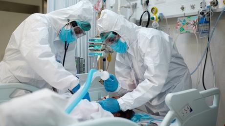 Segundo secretário municipal de saúde de SP, jovens estão chegando aos hospitais e sendo intubados em menos de 24 horas