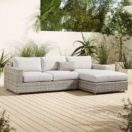 22. Decoração clean e confortável com sofá de vime com acabamento branco. Fonte: Pinterest