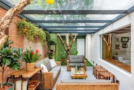 8. O jogo de sofá de vime faz muito sucesso na decoração de varandas. Fonte: ACF Arquitetura