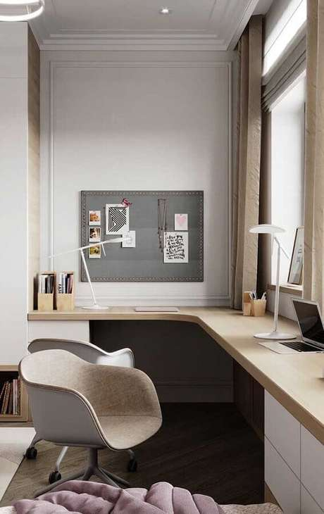 2. Decoração com mesa de canto para quarto planejado – Foto: Pinterest