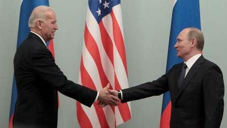 Biden e Putin se encontraram em Moscou em 2011 e falaram por telefone na semana passada