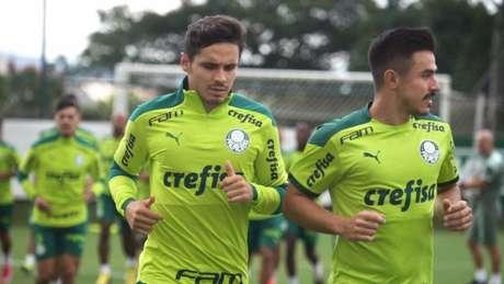 Raphael Veiga e Willian Bigode durante treinamento na Academia de Futebol (Foto: Cesar Greco/Palmeiras)