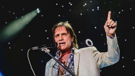 Desde 1959, quando gravou um compacto simples de 78 rotações, Roberto já lançou mais de 62 álbuns nacionais e 40 internacionais, que venderam em torno de 120 milhões de cópias