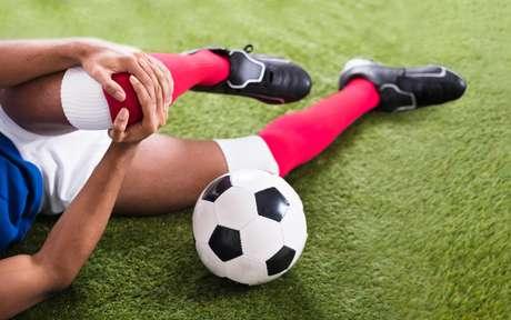 Lesões no joelho: saiba a razão de serem comuns em jogadores de futebol