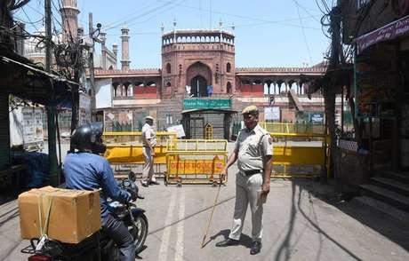 Nova Délhi anunciou lockdown de uma semana para tentar conter avanço da pandemia