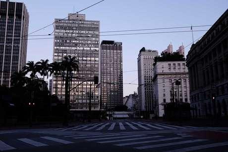 Tradicional ponto movimentado do centro de São Paulo vazio