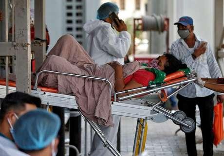 Paciente com Covid-19 em Ahmedabad, na Índia 19/04/2021 REUTERS/Amit Dave