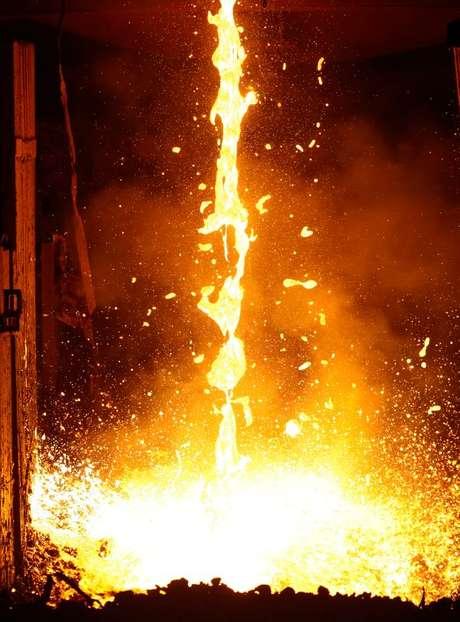 Vista de produção de aço em usina da Gerdau. 30/7/2013. REUTERS/David McNew