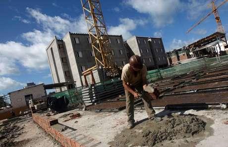 Construção de moradias populares em Olinda (PE)  07/05/2010 REUTERS/Bruno Domingos