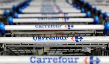 Carrinhos de supermercado da rede Carrefour em São Paulo. 18/7/2017. REUTERS/Paulo Whitaker