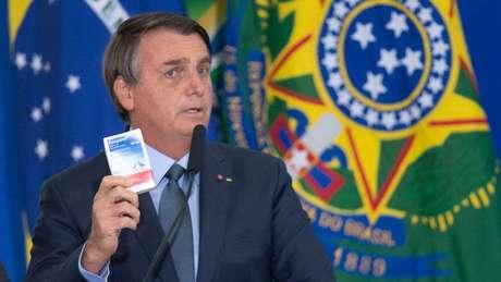 Presidente Jair Bolsonaro defende medicamentos como hidroxicloroquina e ivermectina, mesmo sem qualquer respaldo científico