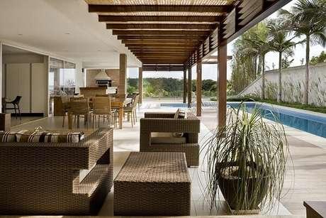 50. O sofá de vime para varanda é uma ótima alternativa para decorar a varanda. Fonte: DG Arquitetura + Design