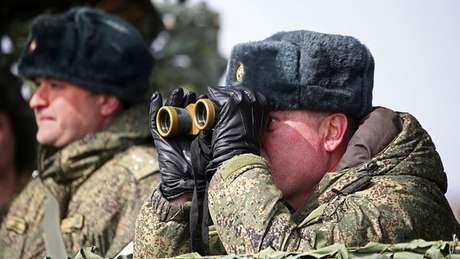 As forças russas fizeram exercícios na Crimeia