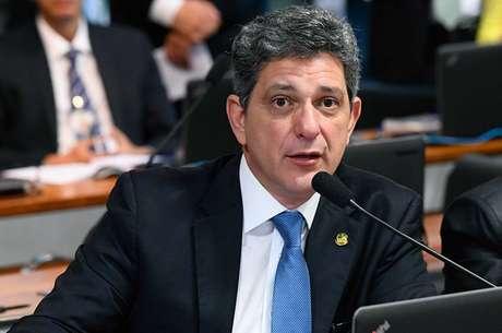 'Precisamos de muito mais', diz Rogério Carvalho (PT-SE) sobre recursos para combate à covid.