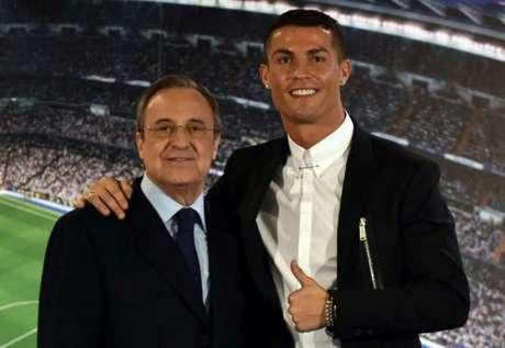 Florentino Pérez e Cristiano Ronaldo colecionaram títulos em Madrid (Foto: AFP)