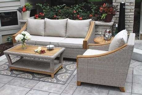 29. Modelo de sofá de vime para sala pintado de cinza leva modernidade para o ambiente. Fonte: Outdoor Interiors