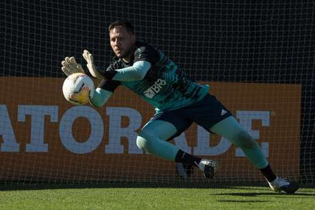 O camisa 1 Diego Alves durante atividade no CT do Boca Juniors, na Argentina (Foto: Alexandre Vidal/Flamengo)