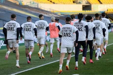 Jogadores do Leeds protestaram contra a criação da Superleague (Foto: CLIVE BRUNSKILL / POOL / AFP)