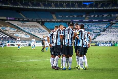 Jogadores do Grêmio comemoram vitória pelo Gaúcho