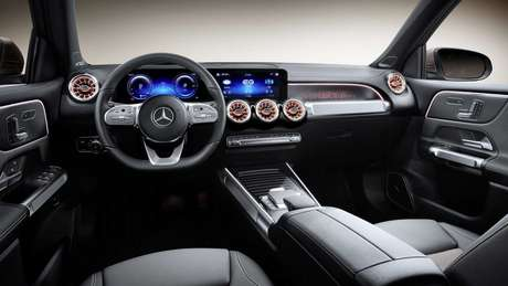 Interior do novo Mercedes EQB conta com painel de instrumentos digital e central multimídia MBUX de 10,25''.
