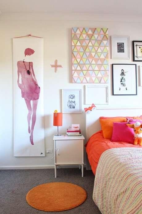 43. Quadros para decoração de quarto de mulher branco simples – Foto: Houzz