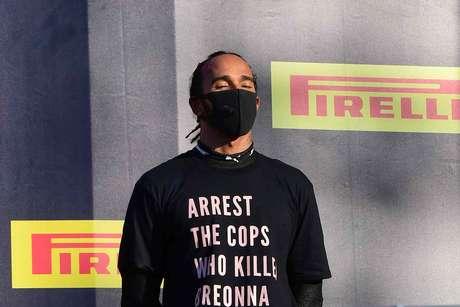 Lewis Hamilton usou camisa pedindo a prisão dos policiais que mataram a jovem negra Breonna Taylor