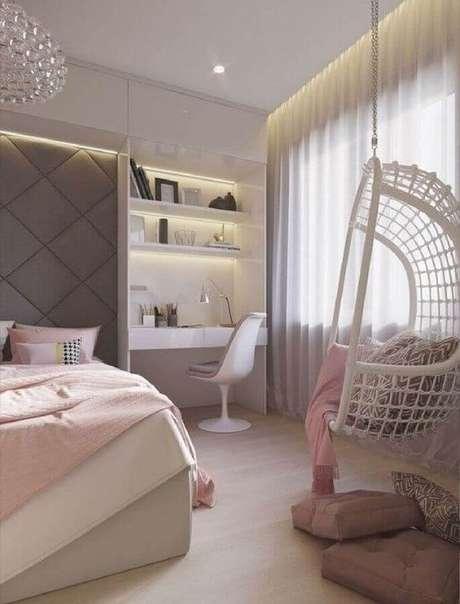 5. Balanço suspenso para decoração de quarto de mulher moderno cinza e rosa – Foto: Home Fashion Trend