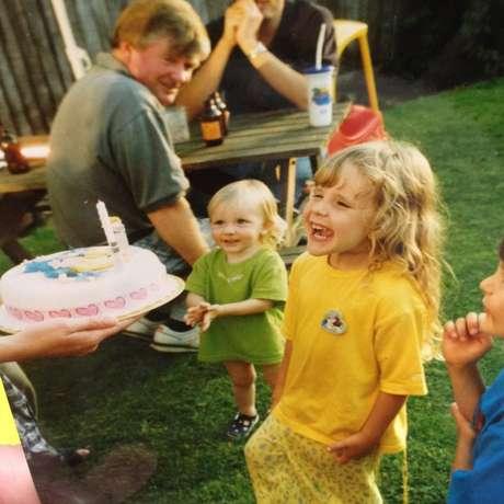 Um dos bolos de aniversário para a pequena Loretta