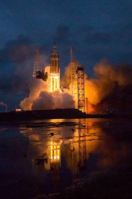 Lançamento da Orion em um Delta IV Heavy, em 2014