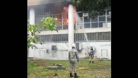 Fogo atingiu a área ocupada pela Procuradoria Federal da UFRJ