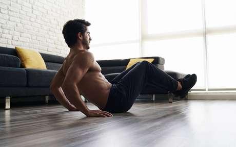 Calistenia gera alto gasto calórico usando só o corpo; veja 3 exercícios