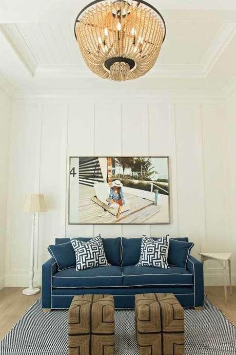 29. Sala clássica com sofá azul marinho – Foto Pinterest