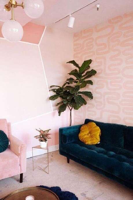 2. Sala rosa pastel com sofá azul marinho – Foto Pinterest
