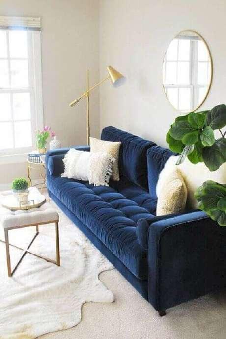 56. Sofá azul marinho na sala clean e sofisticada – Foto Jeito de Casa