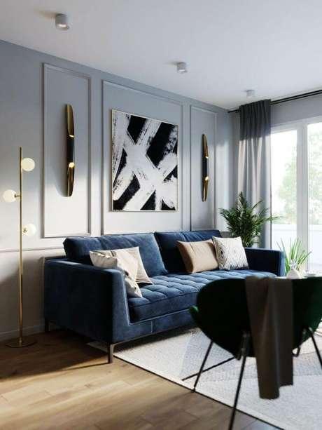 49. Sofá azul marinho com quadro preto e branco – Foto Pinterest
