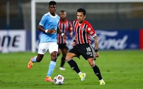 Daniel Alves fez boa partida contra o Sporting Cristal (Foto: Staff Images / CONMEBOL)