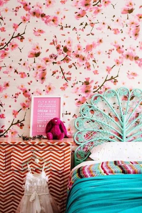 1. O papel de parede para quarto feminino garante um toque especial na decoração – Foto: Houzz