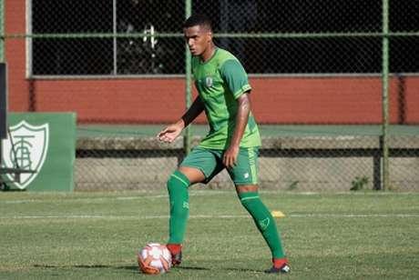 Sabino já entrou em campo nove vezes em 2021 com a camisa do Coelho-(Estevão Germano/América-MG)