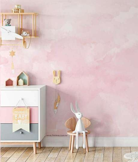 56. Delicado modelo de papel de parede para quarto feminino infantil cor de rosa – Foto: Pinterest