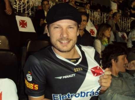 Vasco desejou parabéns a Rodrigo Hilbert e internautas brincaram com 'contratação' do apresentador (Reprodução)