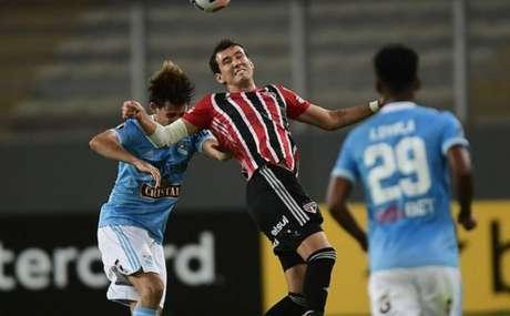 Pablo sentiu dores nas costas após o jogo contra o Sporting Cristal, pela Libertadoes (Foto: Staff Images / CONMEBOL)