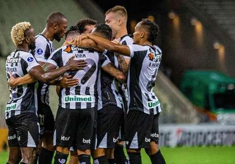 Jogadores do Vozão comemoram um dos gols na partida (Foto: Fausto Filho / Ceará SC)