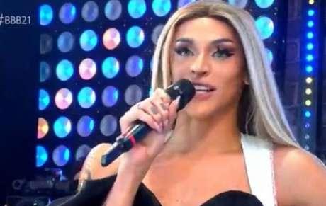 Pabllo Vittar em show no 'Big Brother Brasil 21'