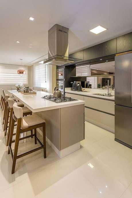 42. Decoração de cozinha planejada com balcão com cooktop – Foto: Homify