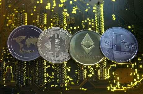 Representações de Ripple, bitcoin, etherum e Litecoin   14/2/2018 REUTERS/Dado Ruvic/Illustration