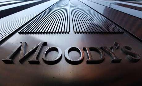 Prédio com placa da agência Moody's. 02/08/2011. REUTERS/Mike Segar.