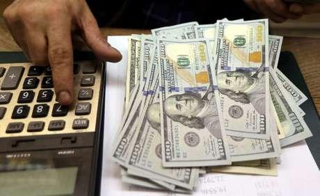 Notas de dólares  REUTERS/Mohamed Abd El Ghany./File Photo